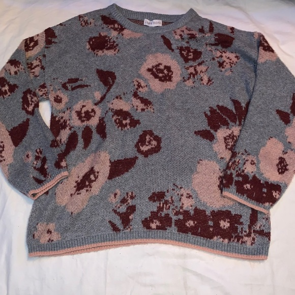 Gray and pink rose or flowers sweater